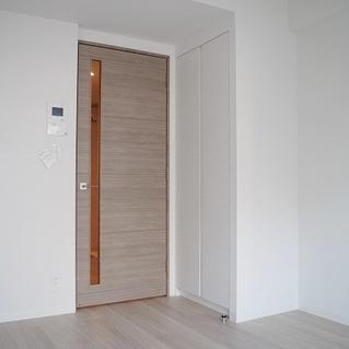 木調のドアが綺麗です!