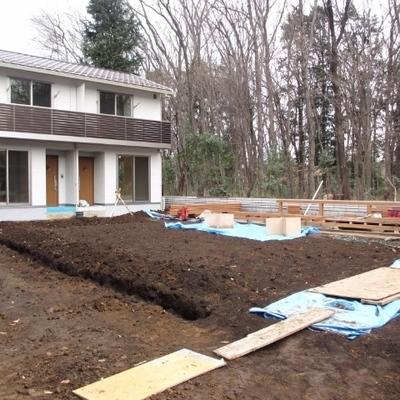 共用の広いお庭です。BBQや畑仕事ができます。