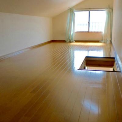 2階 13.5畳の広々空間!