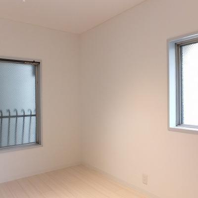 こちらのお部屋は2面採光です。