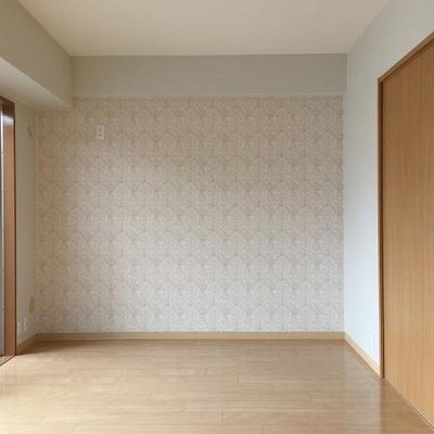 寝室の反対側面です。左上にエアコンを設置出来ます。