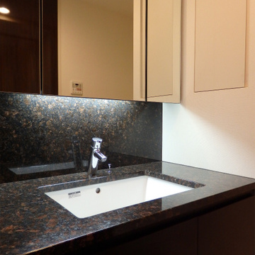 洗面台も大理石仕様