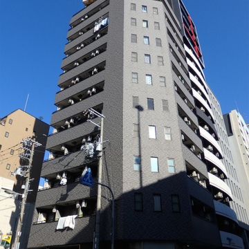 鉄骨造の12階建てマンションです。