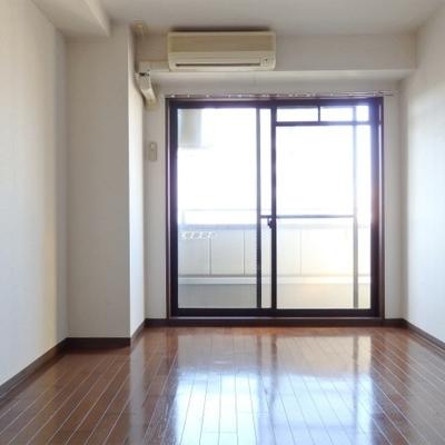 お部屋は6帖の広さ。