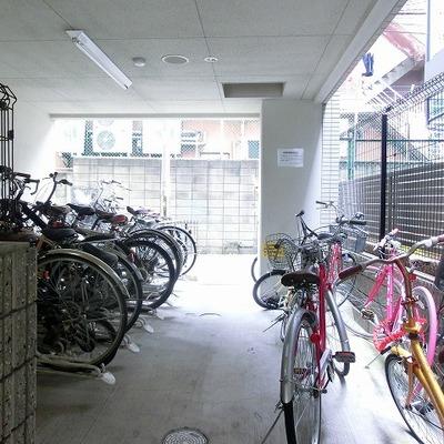 屋根付き駐輪場で安心