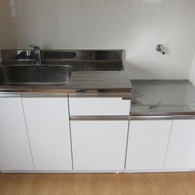 キッチンは置き型。お好きなコンロをお使いください