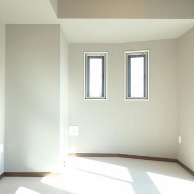 こっちもカクカク。小さめの窓が。