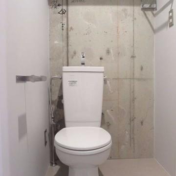 トイレはウォシュレットじゃないけどピカピカ