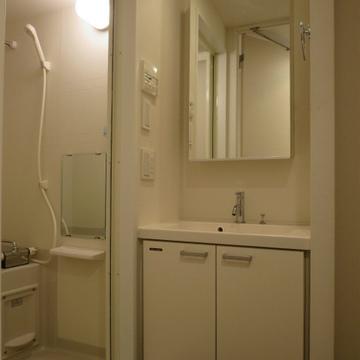 独立洗面所は収納があり良いです