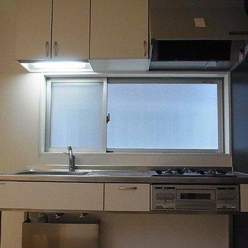 キッチンも明るくキレイにまとまってますj