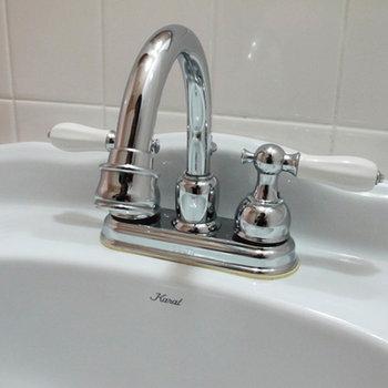 こんな可愛らしい蛇口の洗面台です