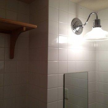 洗面台の照明にも一工夫あり!