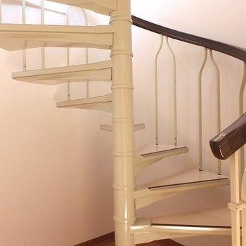螺旋階段で/2年階へ。