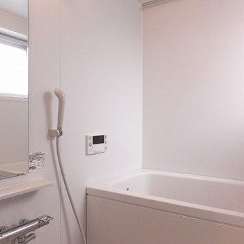 追い焚き・浴室乾燥機付きのお風呂!