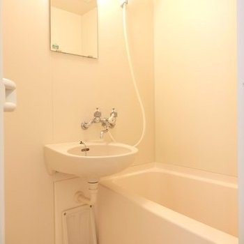 お風呂は洗面台といっしょ。