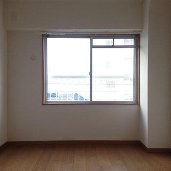 4.6帖のこのお部屋は...少し狭いですね。