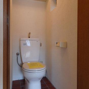 トイレはタイル貼り