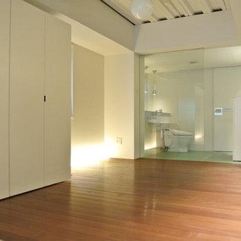 こちらのスペースは無垢の床です