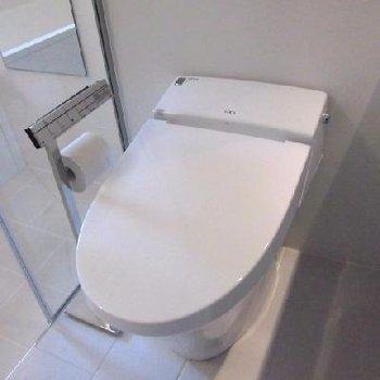 トイレは洗面台と一緒です