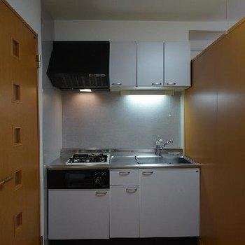 キッチンはゆったりしてて収納もたくさん♪