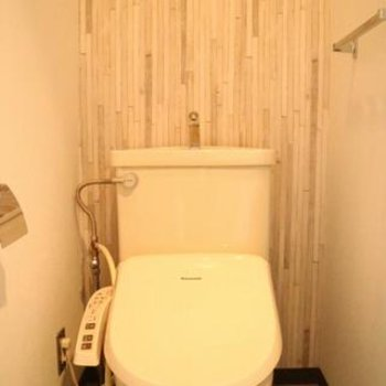 トイレの壁もおっしゃれ〜