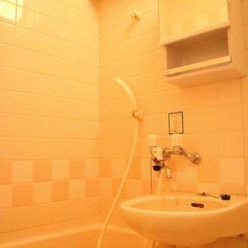 お風呂はタイル張り!