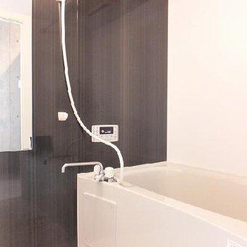 風呂には浴室乾燥機も付いています。