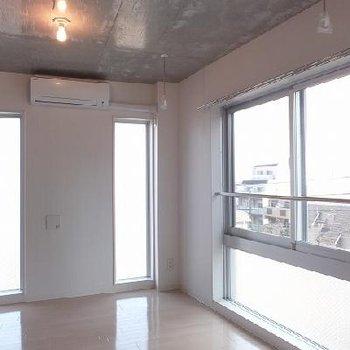 バルコニーはないですが、日当たりのいい場所で部屋干しができます。