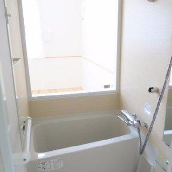 お風呂から居室がみえるように、浴室感想付き!
