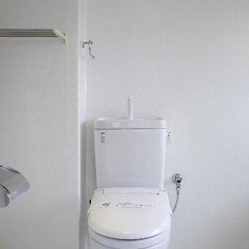 トイレも真っ白!