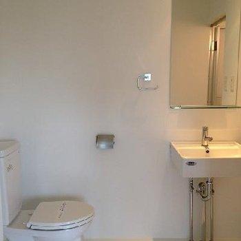 トイレ・洗面きれいな感じ ※写真は別部屋