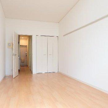 お部屋は8帖ほど。広めの空間です