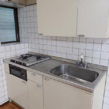 キッチンはガス2口。