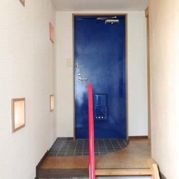 玄関扉は群青色!