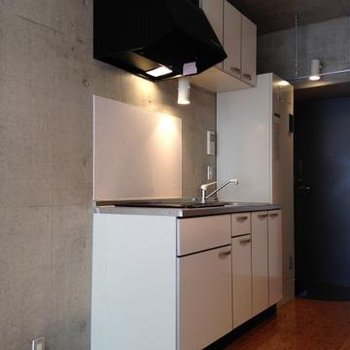 キッチンはIHのクッキングヒーターが2口。