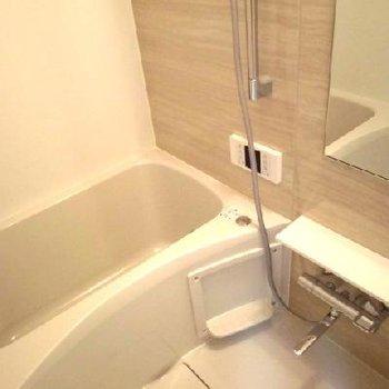 追い焚き付きの綺麗な浴槽がいいですね