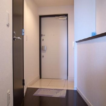 玄関も広々※写真は別部屋です