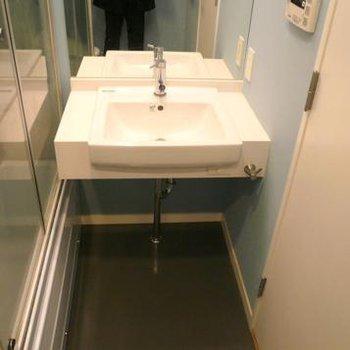 シンプルな洗面台※画像は別室です