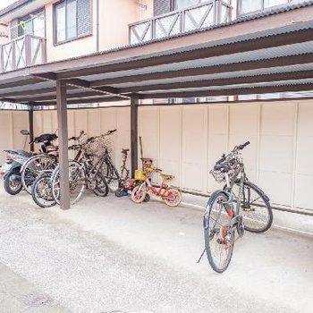 敷地内には駐輪場もあります