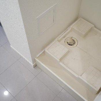 洗濯機置場は玄関の隣に