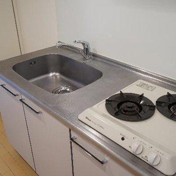 キッチンはコンパクトながら使い安いですね!