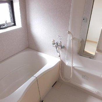 ゆったりバスルーム♪※画像は別室ですがユニットバスのタイプは同じです