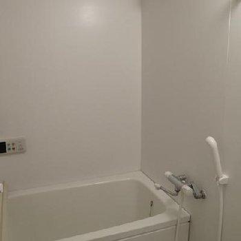 お風呂結構広くって良かったですよ!※写真は別タイプのお部屋です