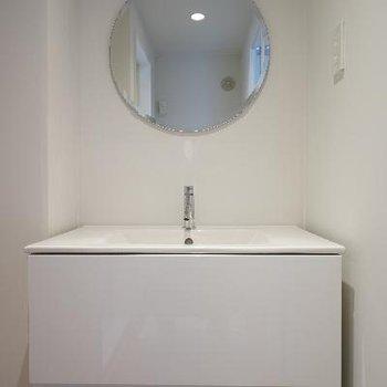 洗面台はスッキリですが、広々!
