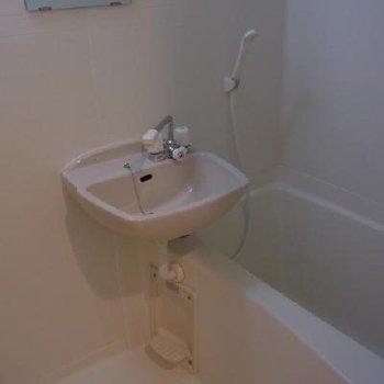 お風呂※写真は別タイプのお部屋です。