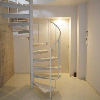 なんと、、、螺旋階段が、、、!