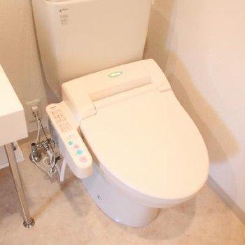 お手洗いと洗面台は隣同士