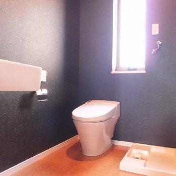 トイレはタンクレスでスマート。ここが脱衣所にも。