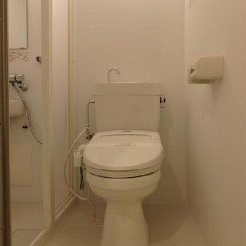 トイレはその隣に。