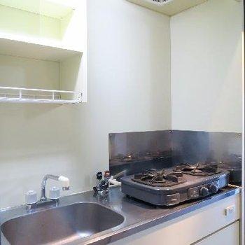 キッチンはガスコンロを置くタイプ。